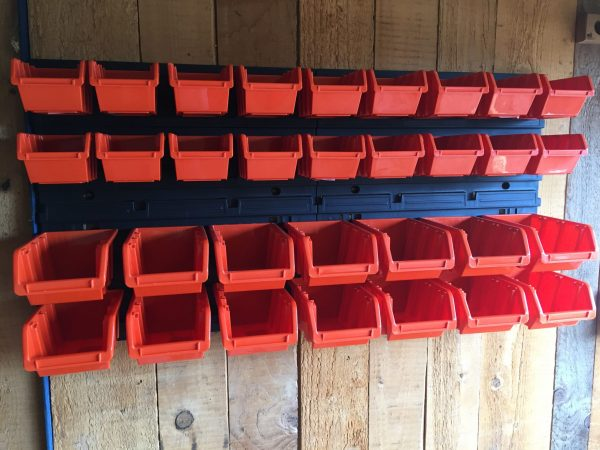 Screw Organizer M32 with 32 plastic storage containers included is a practical solution for organizing small parts in the garage or workshop.