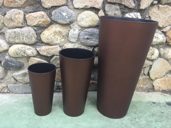 Tall Cylinder Planter is an attractive combination of modernity and style. The perfect choice for all lovers of simple and elegant style.