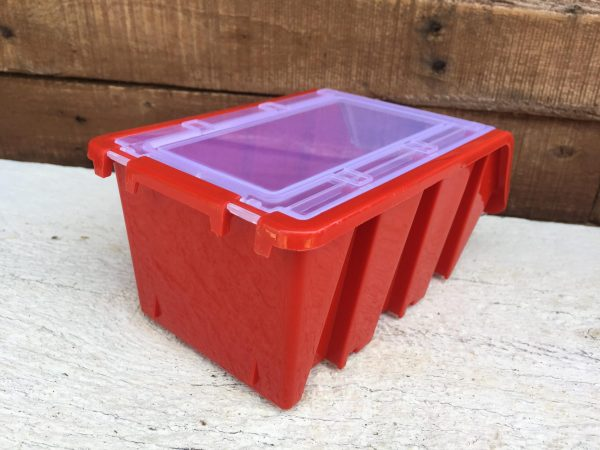 Wall Mounted Bin with Lid keeps stored items with no dust. That is ideal for storing fittings, bolts and nuts in dusty workshop or warehouse.