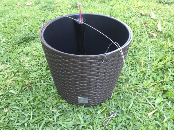 Rattan Style Plastic Hanging Planter is an attractive combination of glamour and functionality. The set includes both a self watering and hanging system.