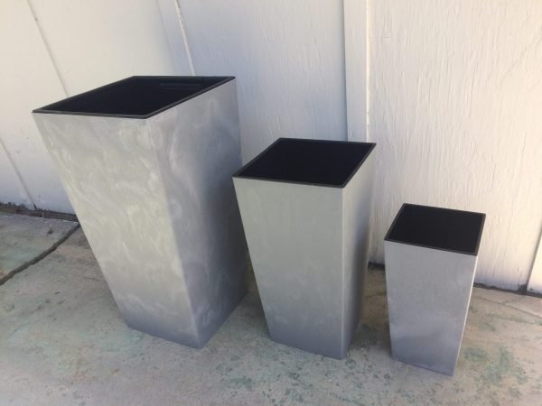 Urban Square Planters are dynamic, modern and at the same time very elegant choice for both indoor and outdoor use and in various colors.