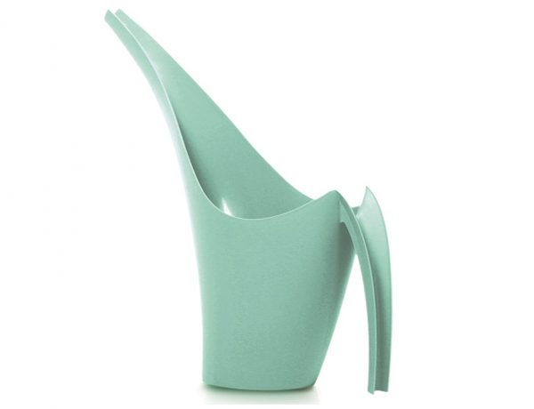 Girrafie is a very modern specially designed watering can for your practical household use. It makes watering plants much more easier and fun.